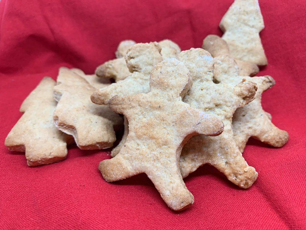 En esta imagen aparecen diferentes galletas de jengibre veganas