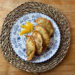 En esta imagen aparece un plato con empanadillas dulces