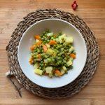 En esta imagen aparece un plato de guisantes con patatas