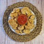 En esta imagen aparece un plato de nuggets de coliflor