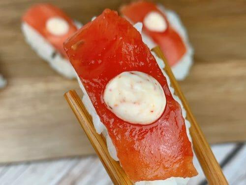 En esa imagen aparece un sushi vegano