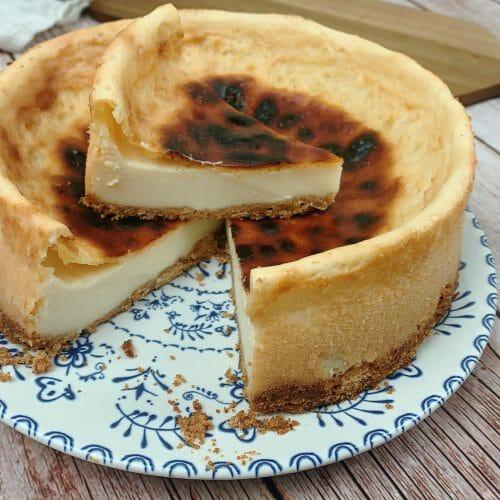 En esta imagen aparece una tarta de queso vegana